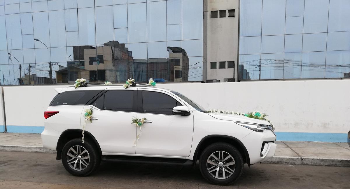 Alquiler de vehículo para matrimonios,quinceañeras y otros.