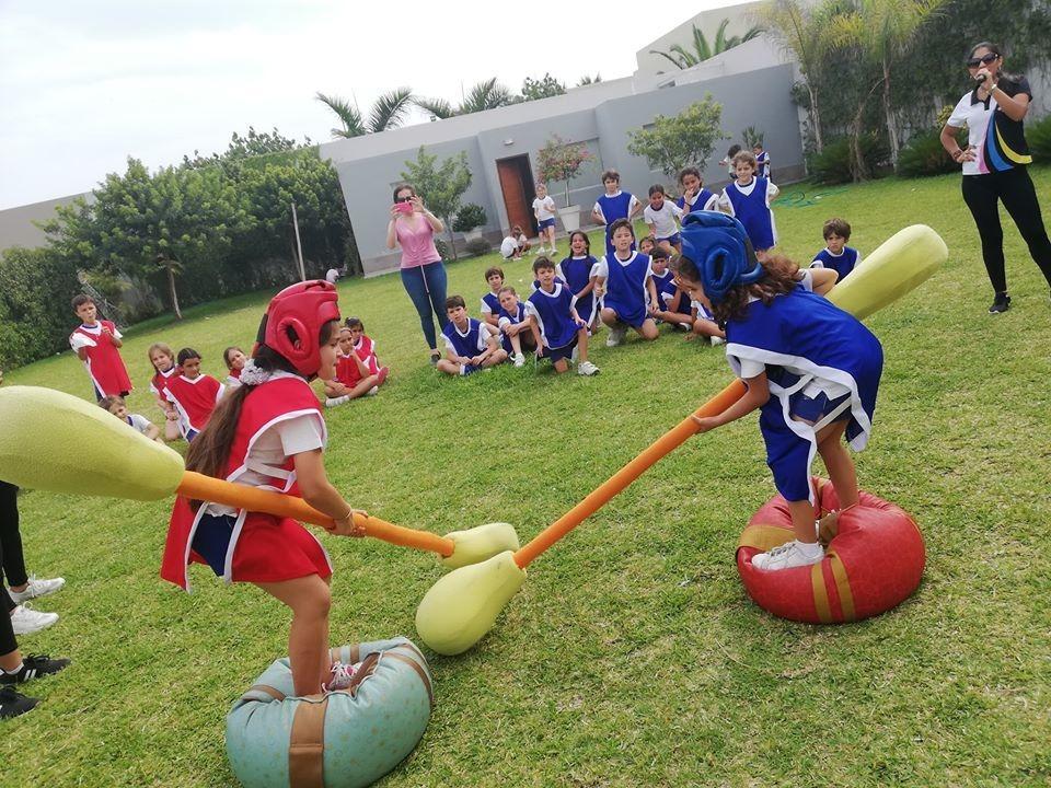 Juegos de competencia   local con piscina infantiles